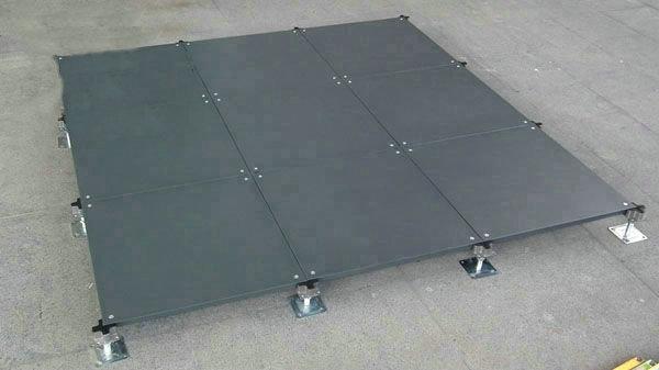 防静电地板配件地板下面铺设铝箔或铜箔能更好的增强导电性